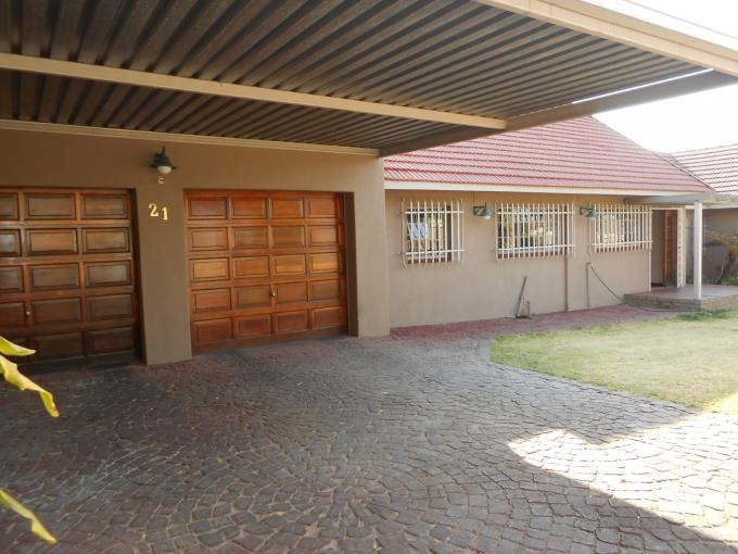 Standard Bank EasySell 3 Bedroom House For Sale in Glenmarais (Glen Marais) - MR115119