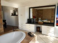 Main Bathroom - 17 square meters of property in Glenmarais (Glen Marais)