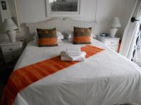 Bed Room 1 - 16 square meters of property in Plettenberg Bay