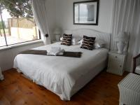 Main Bedroom - 23 square meters of property in Plettenberg Bay