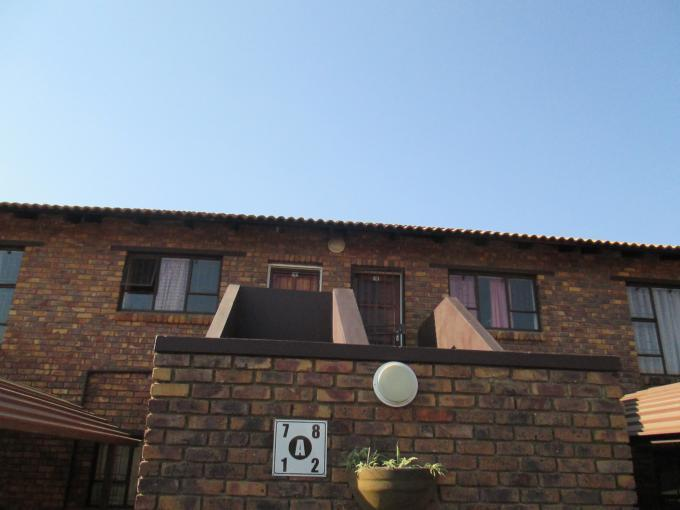 2 Bedroom Sectional Title For Sale in Vorna Valley - Private Sale - MR115213