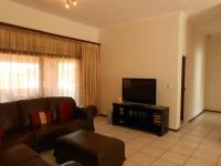 Lounges - 21 square meters of property in Glenvista