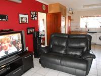 Lounges - 18 square meters of property in Birchleigh North