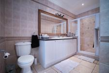 Bathroom 2 - 13 square meters of property in Woodhill Golf Estate