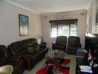 Lounges - 18 square meters of property in Essenwood