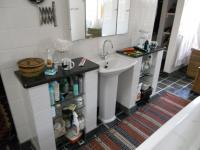 Main Bathroom - 30 square meters