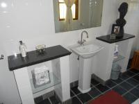Bathroom 1 - 9 square meters
