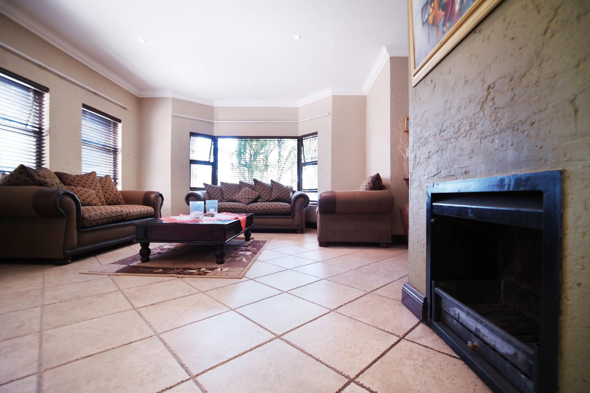 Lounges - 57 square meters of property in Woodhill Golf Estate