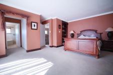 Main Bedroom - 35 square meters of property in Woodhill Golf Estate