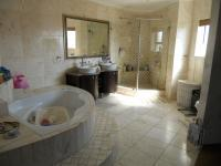 Main Bathroom - 13 square meters of property in Bluewater Bay