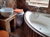 Bathroom 2 - 3 square meters of property in Eldoraigne
