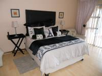 Main Bedroom - 28 square meters of property in Port Elizabeth Central