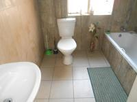 Bathroom 1 - 6 square meters of property in Vaalpark