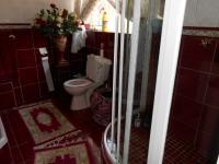Main Bathroom - 14 square meters of property in Emalahleni (Witbank)