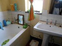 Main Bathroom - 143 square meters of property in Emalahleni (Witbank)