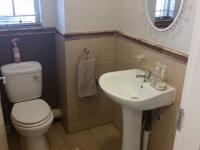 Bathroom 1 - 2 square meters of property in Kosmosdal