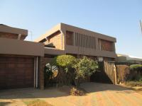 6 Bedroom 4 Bathroom in Daveyton