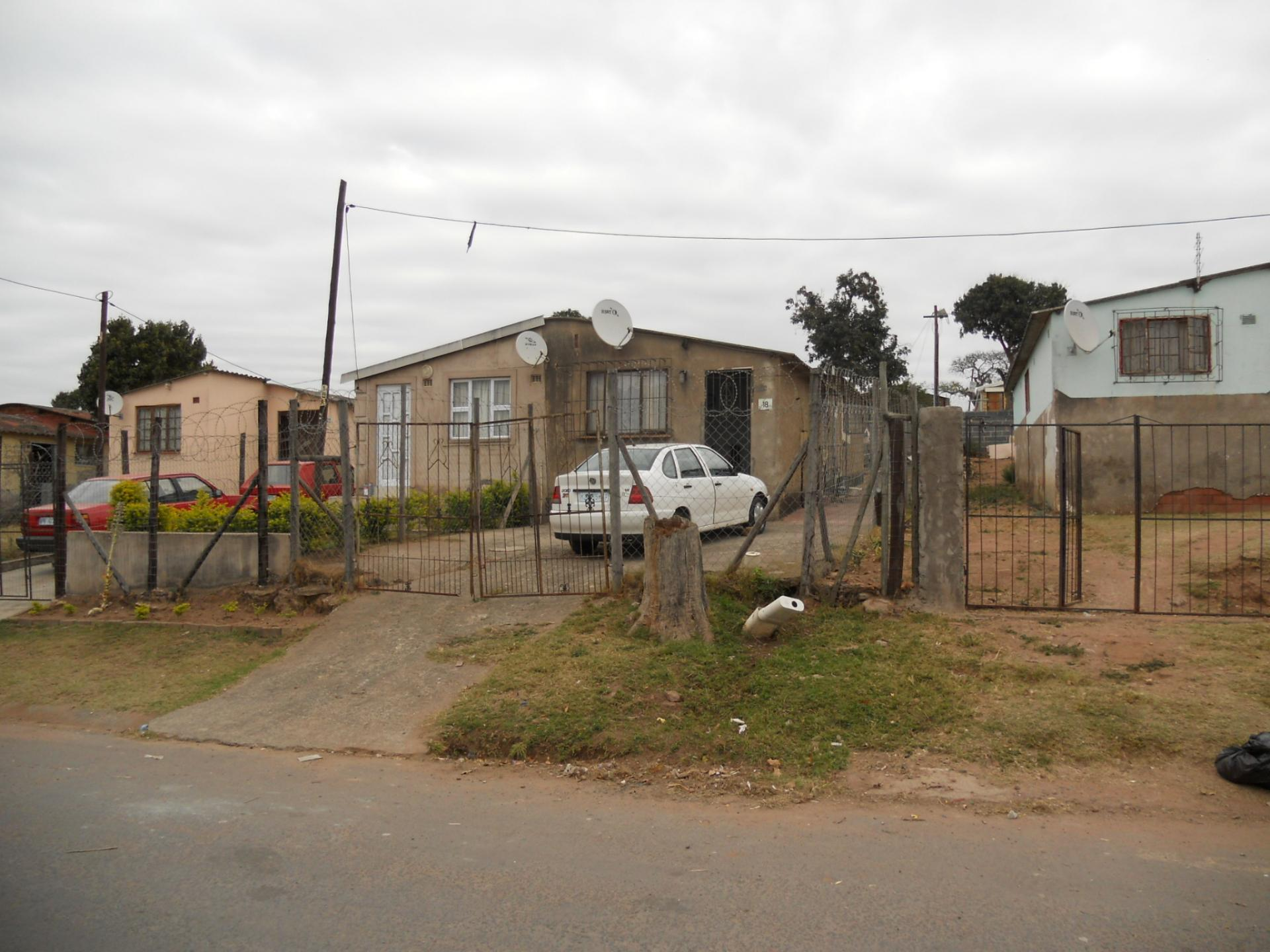 Front View of property in Kwandengezi