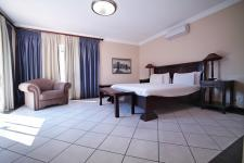Main Bedroom - 36 square meters of property in Silver Lakes Golf Estate