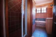 Bathroom 2 - 7 square meters of property in Silver Lakes Golf Estate