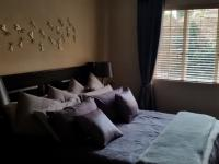 Main Bedroom - 15 square meters of property in Rietvalleirand