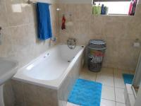 Main Bathroom - 6 square meters of property in Parkrand