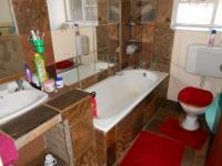 Bathroom 1 - 5 square meters of property in Vanderbijlpark