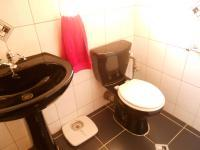 Main Bathroom - 5 square meters of property in Breaunanda