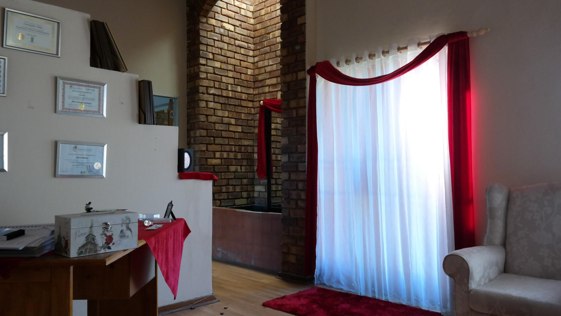 Lounges - 20 square meters of property in Garsfontein