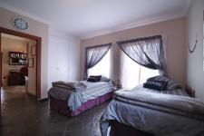 Bed Room 1 - 21 square meters of property in Silver Lakes Golf Estate