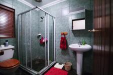Bathroom 2 - 5 square meters of property in Silver Lakes Golf Estate