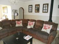 Lounges - 30 square meters of property in Knysna