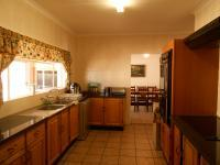 Kitchen - 26 square meters of property in Helikon Park
