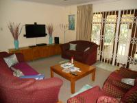 Lounges - 26 square meters of property in Umtentweni