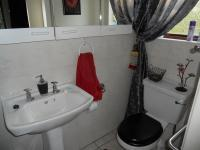 Main Bathroom - 2 square meters of property in Umtentweni