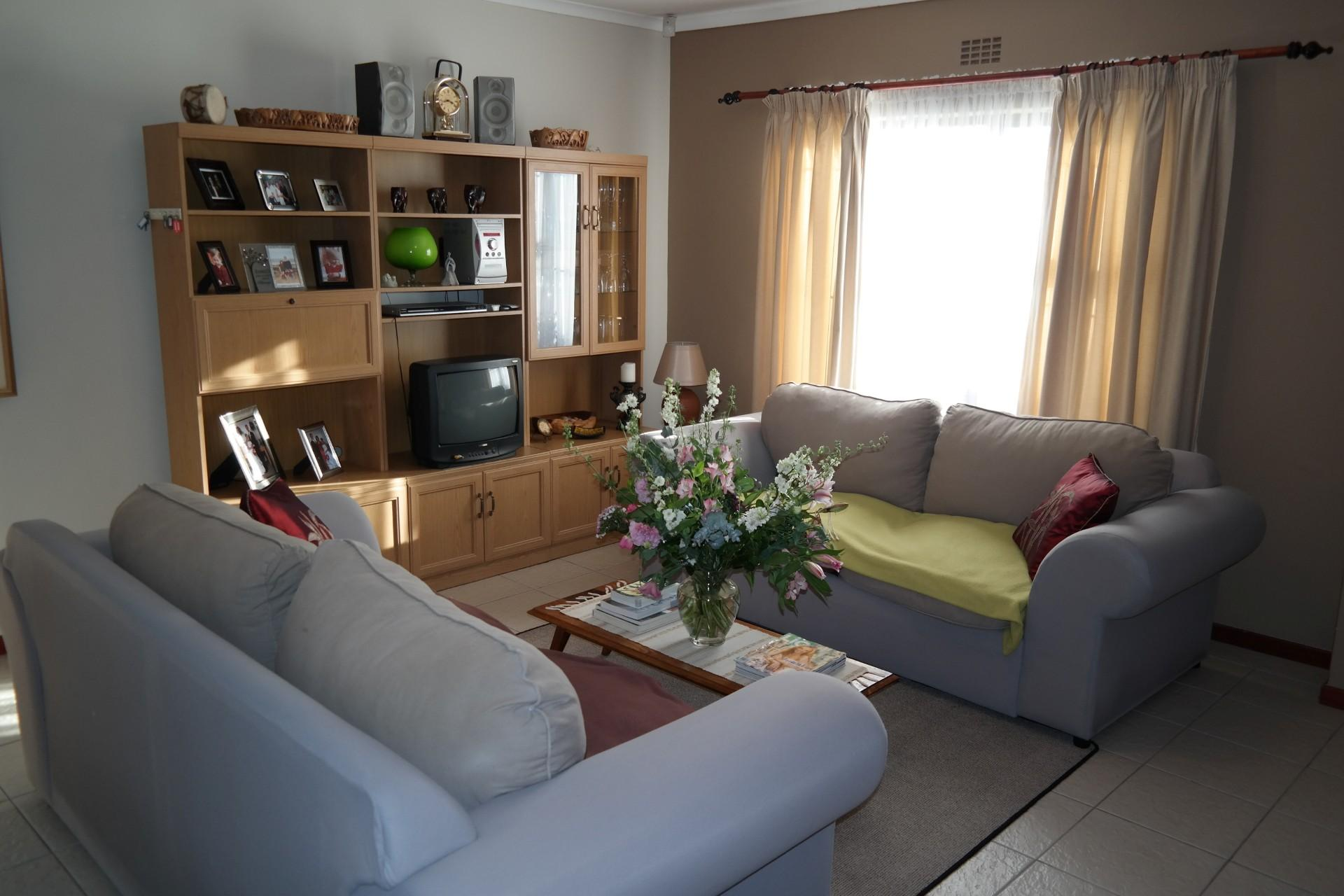 Lounges - 23 square meters of property in Rouxville - CPT