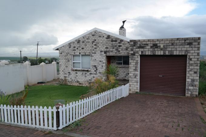 2 Bedroom Cluster For Sale in Piketberg - Private Sale - MR116553