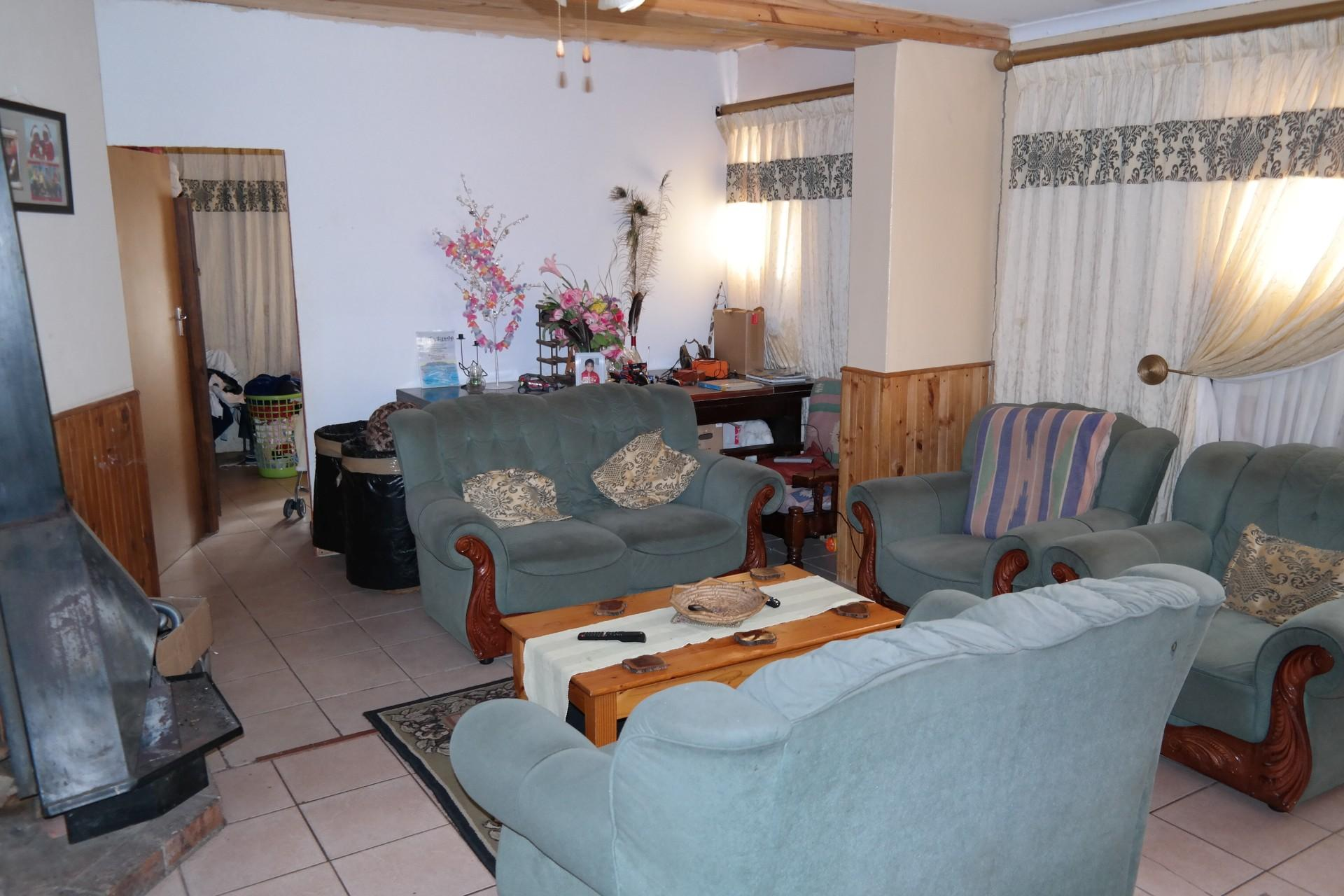 Lounges - 33 square meters of property in Stellenbosch