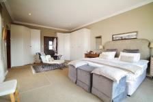 Main Bedroom - 35 square meters of property in Newmark Estate