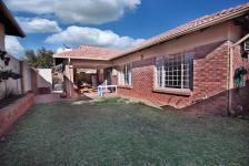 3 Bedroom 2 Bathroom Simplex for Sale and to Rent for sale in The Wilds Estate