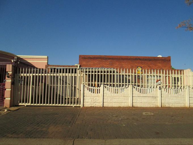 4 Bedroom House for Sale For Sale in Lenasia - Private Sale - MR116740