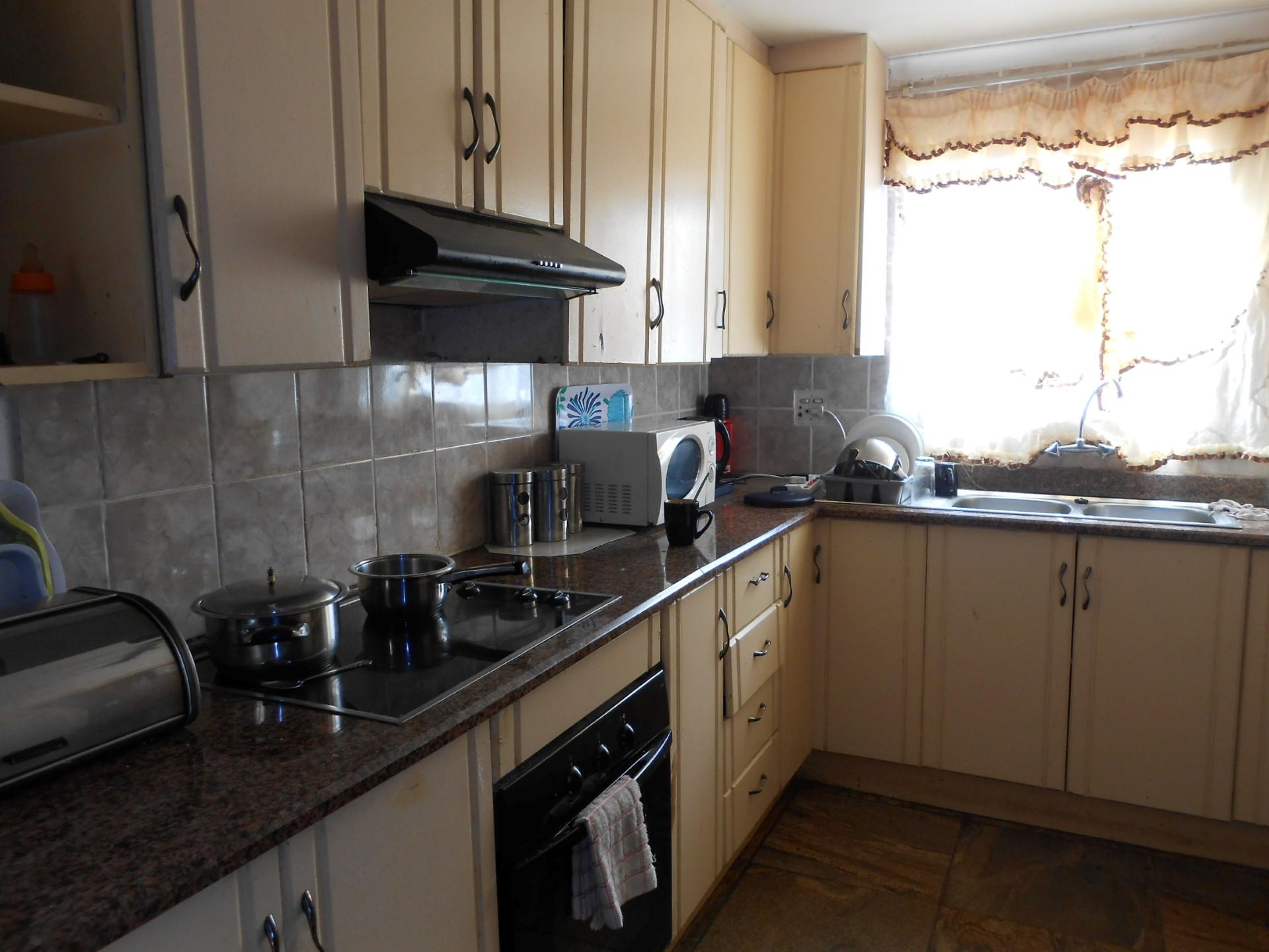 Kitchen - 10 square meters of property in Tsakane