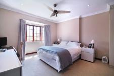Main Bedroom - 23 square meters of property in Six Fountains Estate