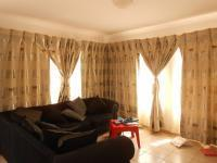 Lounges - 14 square meters of property in Alveda