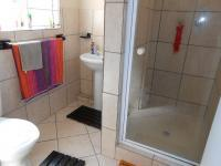 Main Bathroom - 5 square meters of property in Bedworth Park