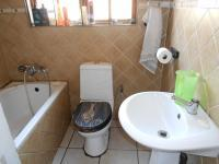 Bathroom 1 - 3 square meters of property in Waldrift