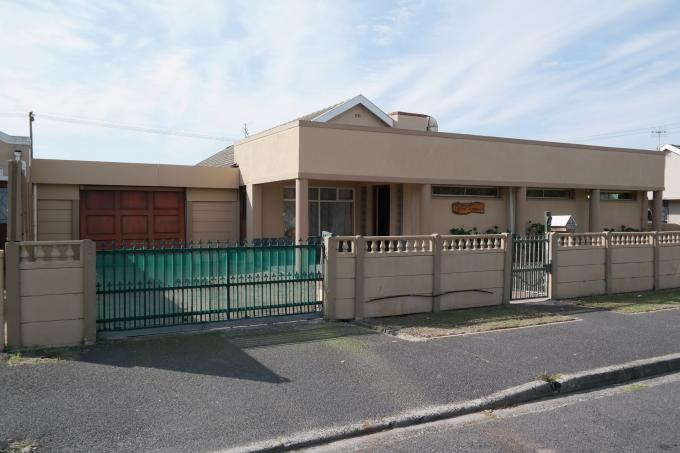 4 Bedroom House for Sale For Sale in Athlone - CPT - Home Sell - MR116965