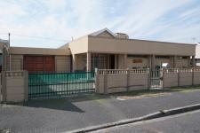 4 Bedroom 2 Bathroom House for Sale for sale in Athlone - CPT