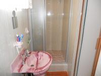Main Bathroom - 2 square meters of property in Queensburgh