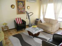 Lounges - 38 square meters of property in Queensburgh